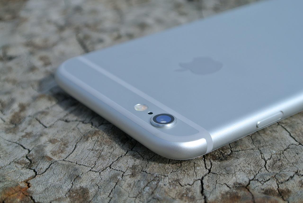 やっぱりiPhoneX?iPhone10周年のプレミアムモデルの名称は、iPhone8ではないかも。